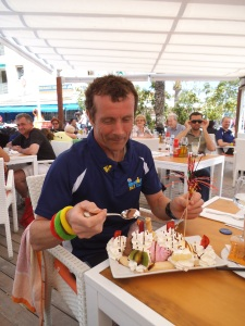 Coach Clive refuelling after Mallorca 70.3